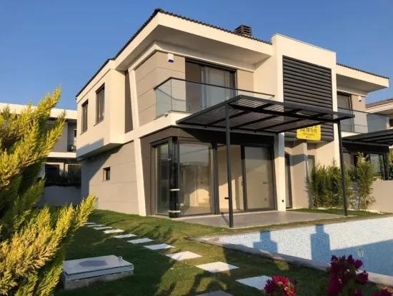 Villa For Sale In Cesme Ciftlik