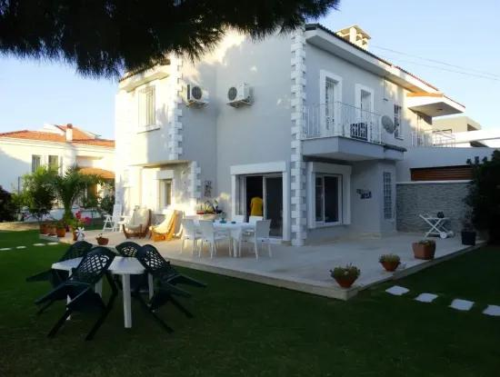 Çeşme Boyalık'Ta 5+1 Satılık Villa