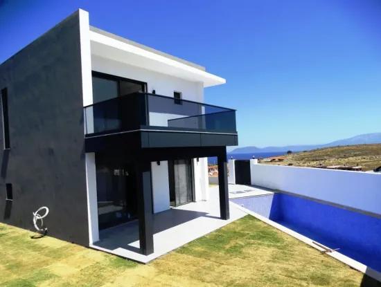 Çeşme'de Full Deniz Manzaralı Müstakil Havuzlu Villa