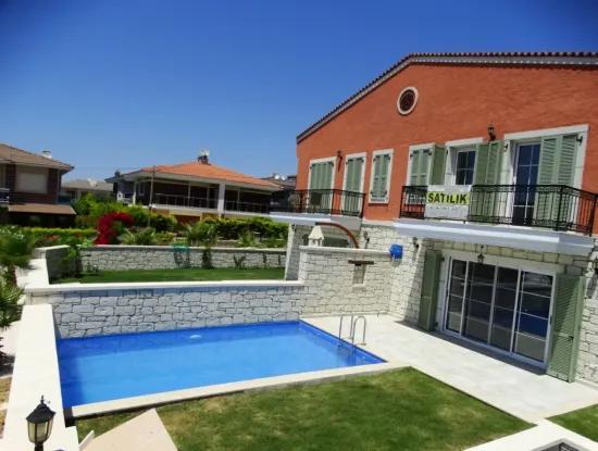 Çeşme'de Satılık Müstakil Havuzlu Sıfır Villa