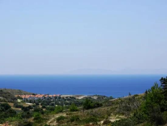 Çeşme'de Satılık Deniz Manzaralı Tarla