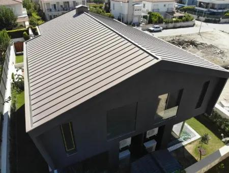 Çeşme Alaçatı'Da Satılık Müstakil Havuzlu Modern Villa