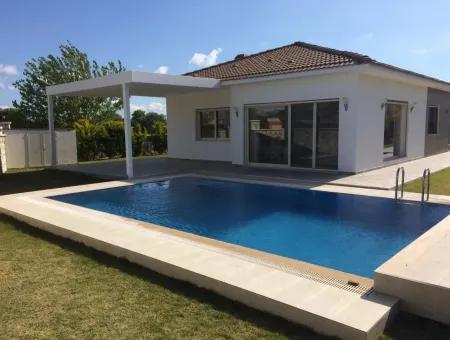 Çeşme Mamurbaba'da Sezonluk Kiralık Müstakil Havuzlu Villa