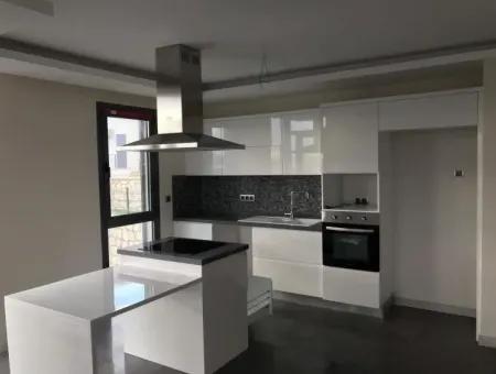 Çeşme Merkez'de Satılık Müstakil Havuzlu Dublex Villa