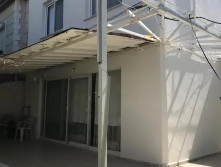 Çeşme Dalyan' Da Site İçerisinde Satılık Yazlık