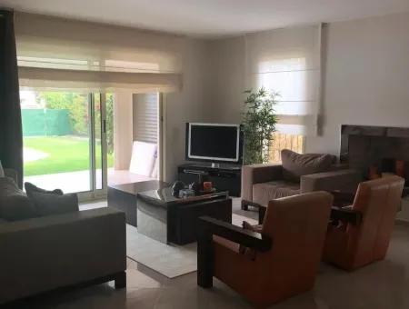 Çeşme Ilıca Mamurbaba'Da Sezonluk Kiralık Villa