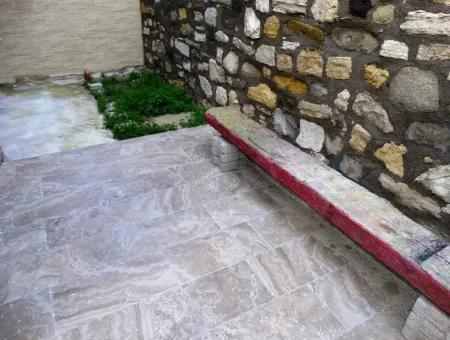 Çeşme'De Bahçeli, Müstakil Girişli Satılık 1+1 Daire