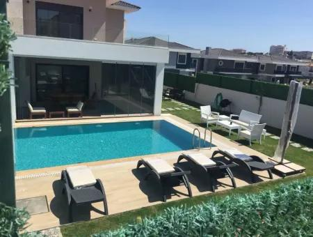 Çeşme Dalyan'da Full Eşyalı Müstakil Havuzlu Aylık Kiralık Villa