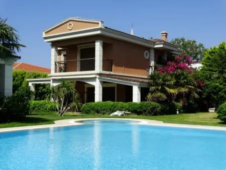 Çeşme Ilıca'da Temmuz Ağustos Aylarında Kiralık Triplex Villa