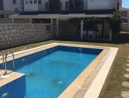 Alaçatıda Kiralık Müstakil Havuzlu Villa