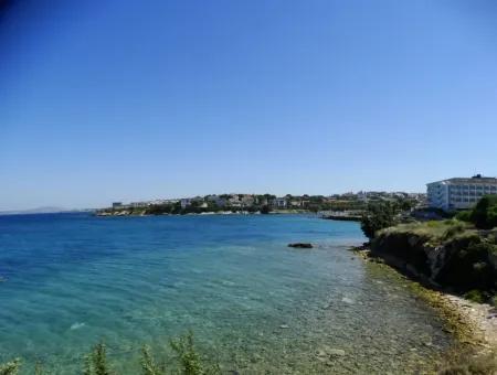 Çeşme'de Denize Sıfır Sitede Satılık Triplex Villa