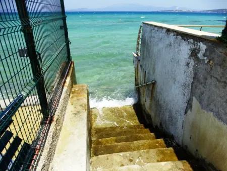Çeşme Ilıca'da Denize Sıfır Eşyalı Kiralık Daire