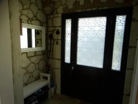 Çeşme Dalyan'da Deniz Görür Müstakil Taş Konak
