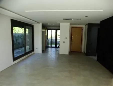 Alaçatı'da Satılık Ultralux 5+2 Müstakil Havuzlu Villa