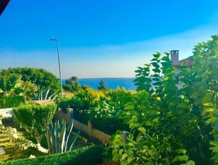 Çeşme'de Satılık Deniz Manzaralı Villa