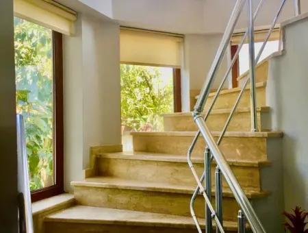 Çeşme Dalyan'da Satılık Dublex Villa