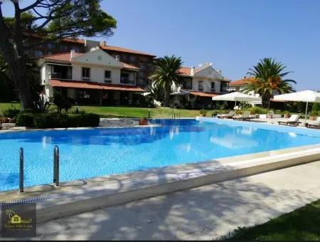 Çeşme Ilıca'Da Denize Sıfır Sitede Satılık Lüx Villa